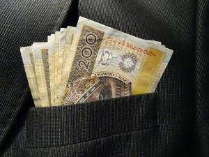 Jak pożyczyć pieniądze i nie popaść w lawinę długów?